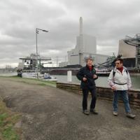 Im Hintergrund das Kraftwerk der EnBW