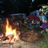 Der Samstag-Abend bei großem Feuer.